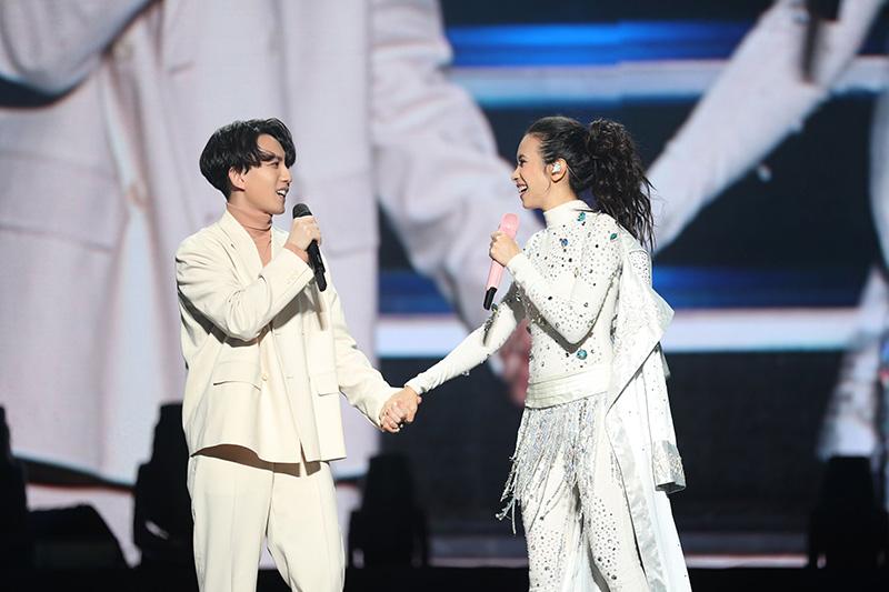 第二晚嘉賓林宥嘉(左)