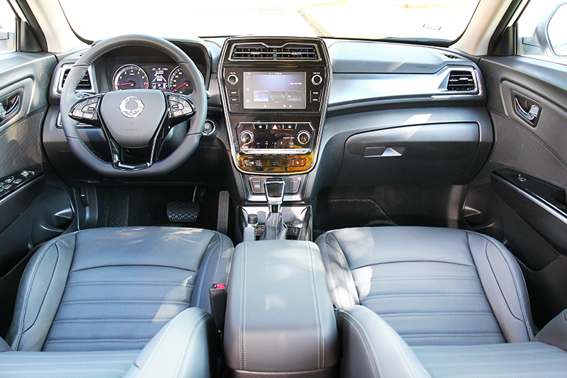 座艙部分主要是針對控台進行更動。
