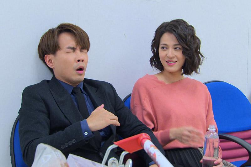 許仁杰(左)在民視《多情城市》中飾演甜點控的「曾成功」