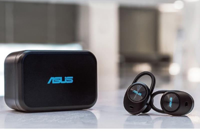 華碩首款真無線藍牙耳機 ASUS ZenEar BT 預計於一月中下旬正式開賣,支援 AAC 音頻格式,通過 IPX4 防水認證,充飽電可連續使用 6 小時。