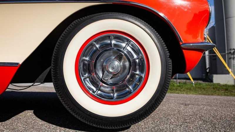 雖然年事已高但輪圈與內裝及外觀都有良好的狀態。