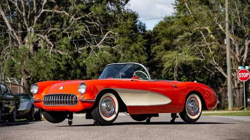 唯一可惜之處就是這輛Corvette C1並非實車,而是1:1的模型車。
