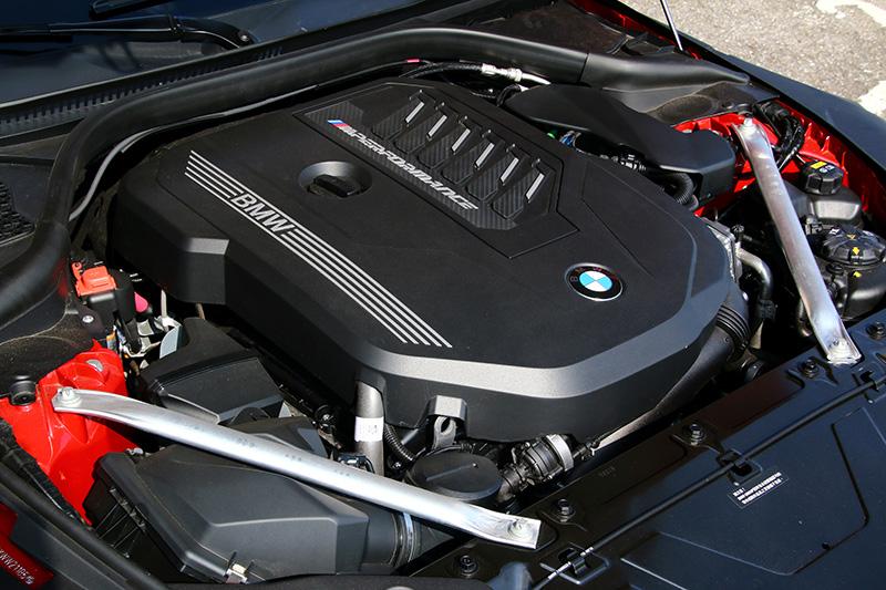 試駕的Z4 M40i搭載3.0升直六渦輪增壓引擎,可輸出340hp/5000rpm最大馬力與500Nm/1600rpm最大扭力,並搭配
