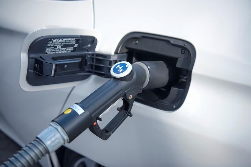氫氣補充比電動充電要快上許多。