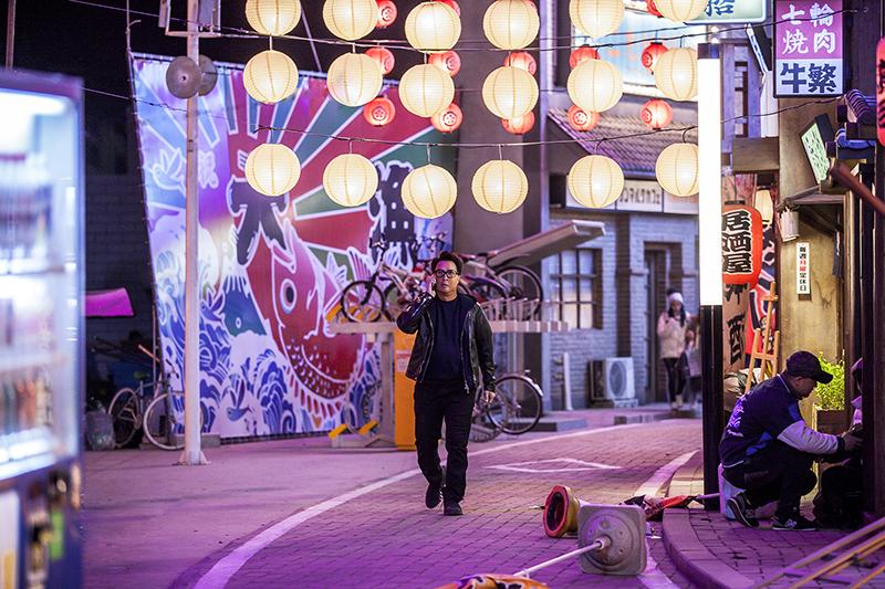 「肥龍過江」歌舞伎廳場景