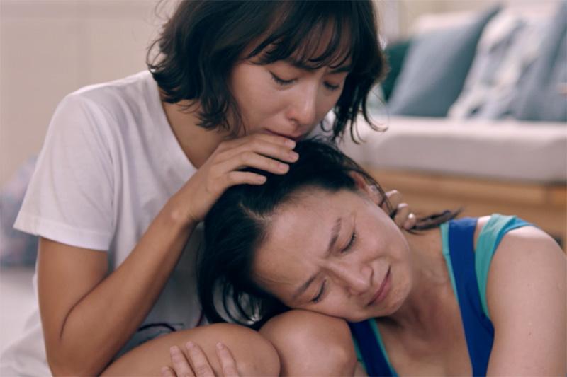 Lexus微電影《40公分》_飾演視障者的林辰唏和媽媽謝瓊煖,在劇中互飆演技,詮釋心底畏懼及鼓舞激勵間的情緒拉扯。_S