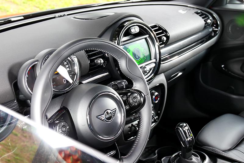 小改車型座艙升級 Leatherette皮質。