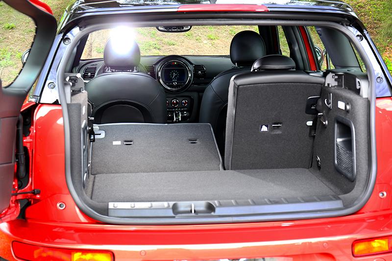 對開式尾門設計與4,266mm車長,讓Mini Cooper S Clubman也有不俗的空間。