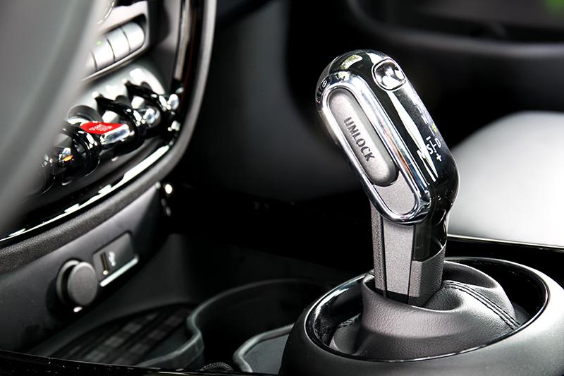 小改車型變速系統升級至七速雙離合器自手排。