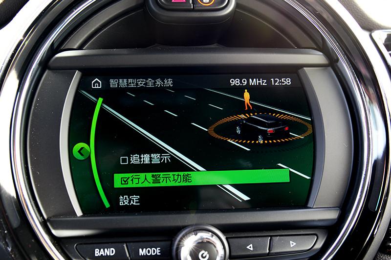 安全配備增加碰撞預警系統。