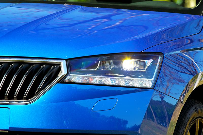 魅力版車型採用LED頭燈配置。