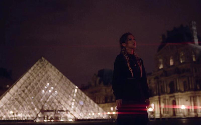 鄧紫棋新歌《Fly Away》前往法國巴黎取景。