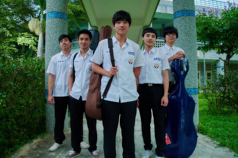 《你的情歌》「七月男孩樂團」勇闖歌唱選秀大賽,為新年帶來滿滿正能量。