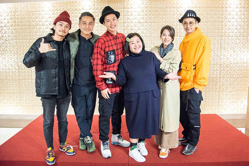 婆婆(鍾欣凌 飾)與她的兒女們。(左起)楊銘威、王少偉、許孟哲、鍾欣凌、蘇晏霈、Darren
