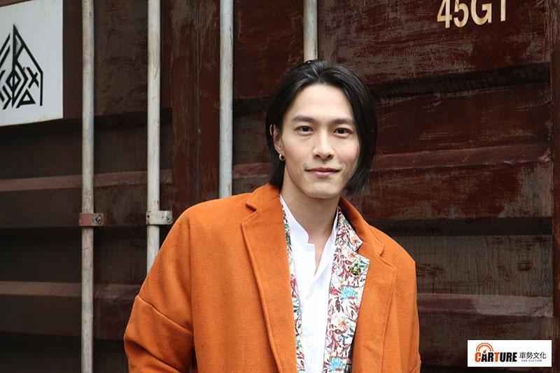 田士廣在演出《彼岸之嫁》前,在民歌餐廳駐唱將近十年,也演出過不少音樂舞台劇,累積不少忠實粉絲。