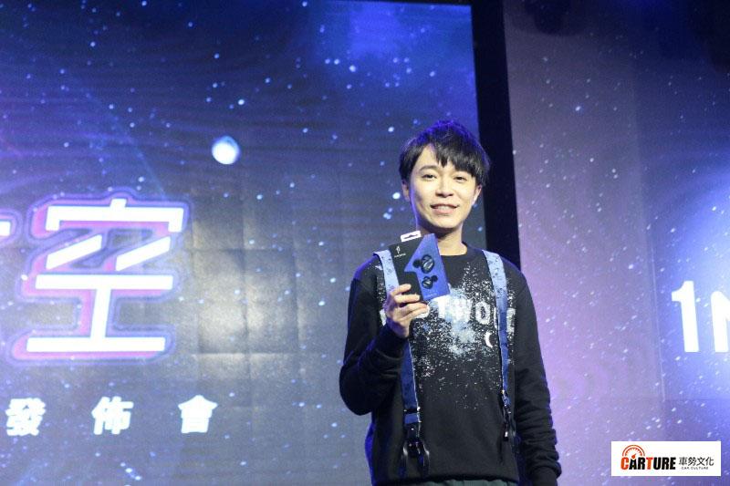 藝人吳青峰代言耳機品牌1MORE