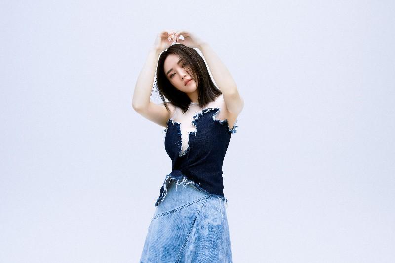 閻奕格推出全新作品《少了一件牛仔褲》。