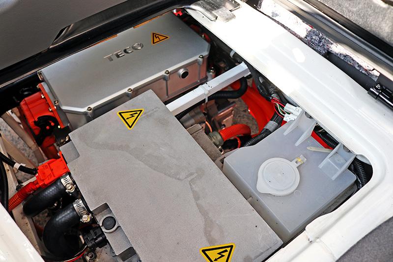 發表會當天僅以台灣很常見的國產輕商用車做為示範車輛,從配置上可明確看出電力動力系統所需要的空間遠低於傳統內燃機動力系統。