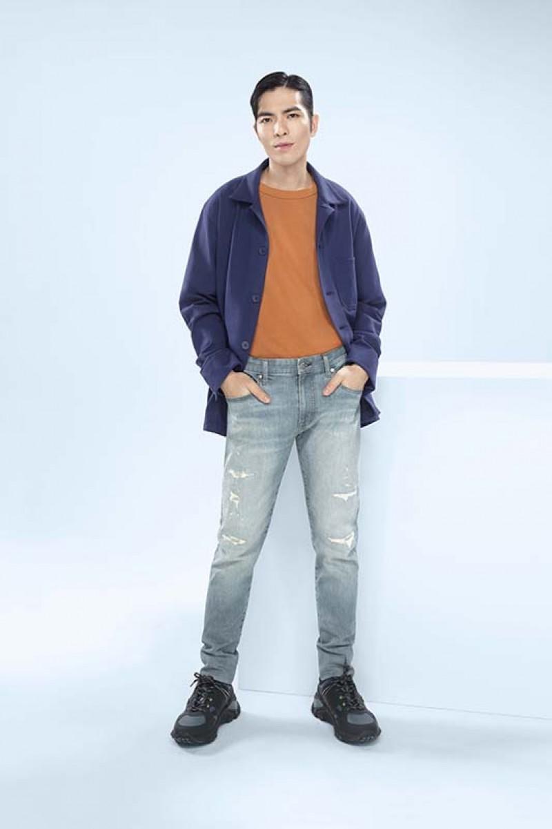 蕭敬騰表示自帶型格的工裝休閒風毫無疑問是2020年春夏最火的風格。