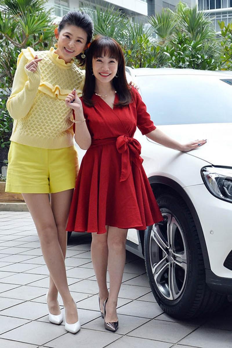 主播蕭彤雯(左)上節目分享自身開車經驗。