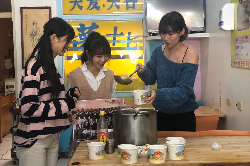 李懿帶領AKB48陳詩雅、林予馨挑戰早餐店一日店員