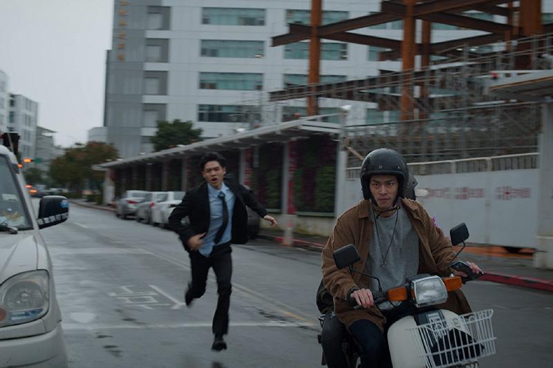 夏騰宏與鄭宜農《鏡子森林》飛車戲碼一鏡到底拍攝。