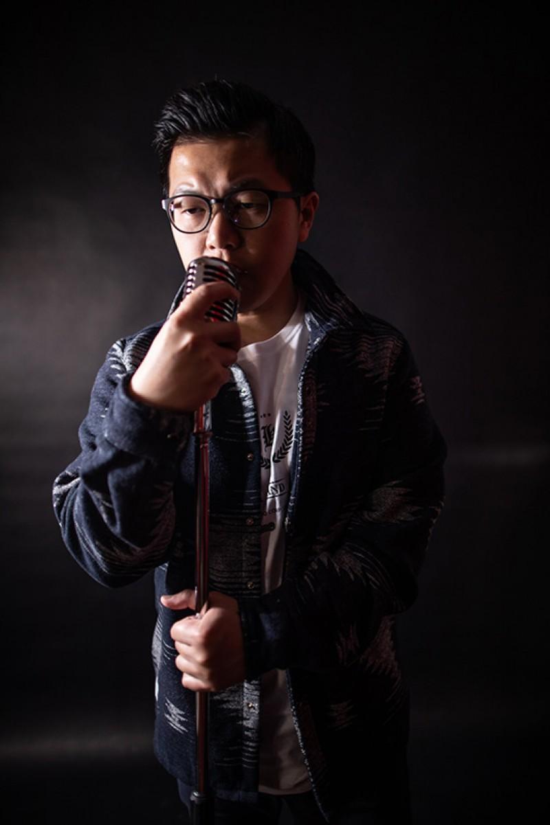 汽車業務黃捷勇於挑戰參加歌唱比賽,推出新曲《怎麼了》
