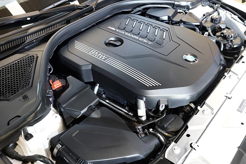 強勁3.0升TwinPower Turbo直列6汽缸汽油引擎, 在引擎轉速1,800到5,000rmp時皆可持續輸出充沛的500Nm最大扭力,在轉速5,500到6,500rmp則可出現的374ps最大馬力。