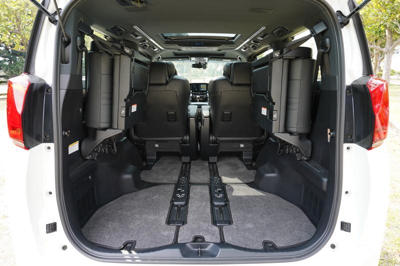 如有增加後車廂空間的需求,第三排座椅還可向左右兩側折疊以騰出更多的使用空間