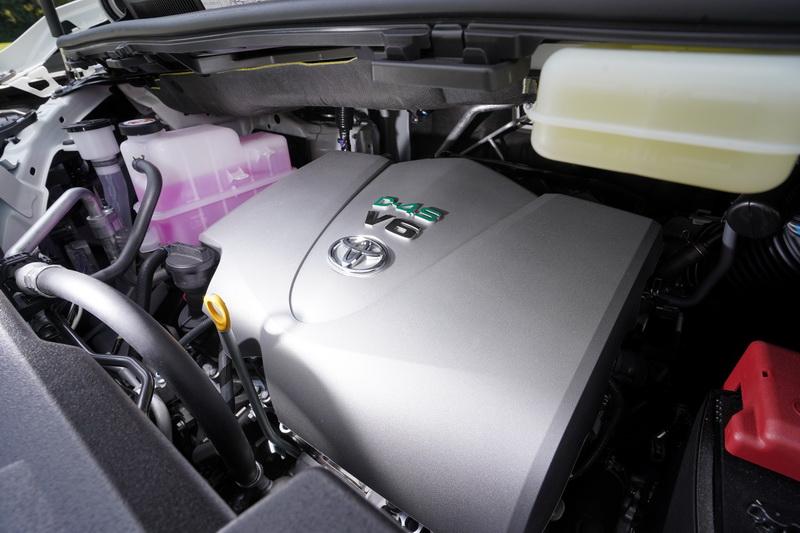 輸出仍維持3.5升V6引擎的設定,靠著大排量的優勢可發揮出300匹的最大馬力及36.8公斤米的扭力峰值