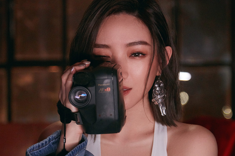 閻奕格找高爾宣合作推出單曲《愛上現在的我》