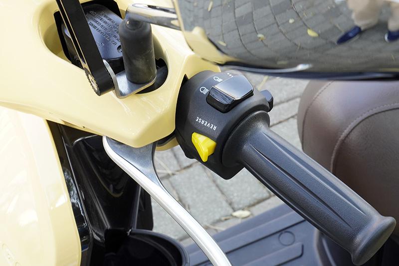 Ur1一樣具有一鍵倒車功能,在退出停車格時,遇到路面傾斜時特別受用。
