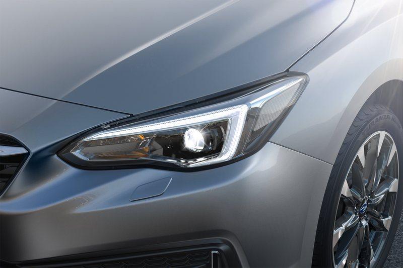 新Impreza導入C型LED頭燈。