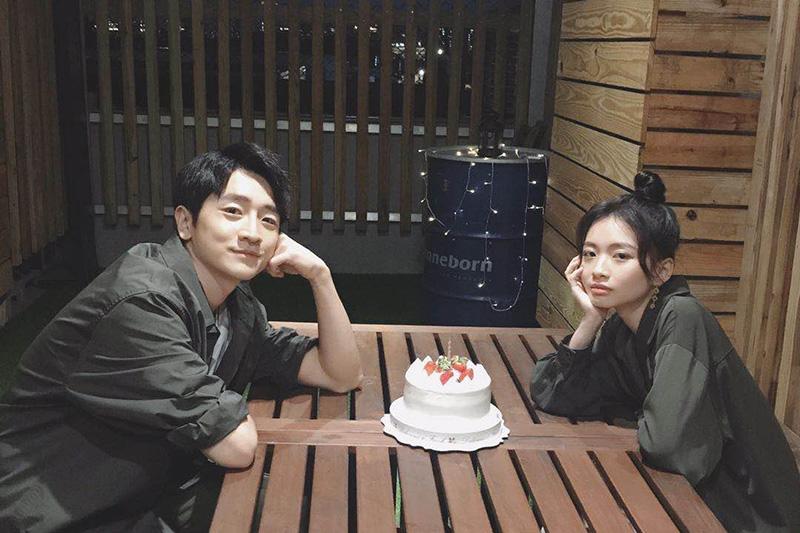 電影新片「女鬼橋」的兩位主演詹宛儒(右)、葛丞(左)跨刀演出新歌MV