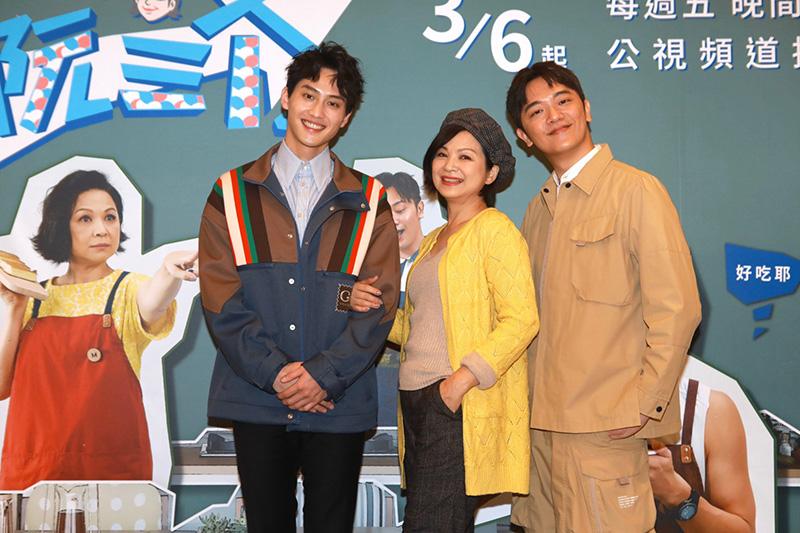 《阮三个》第二季主持人(左起)范少勳、主廚索艾克、楊貴媚