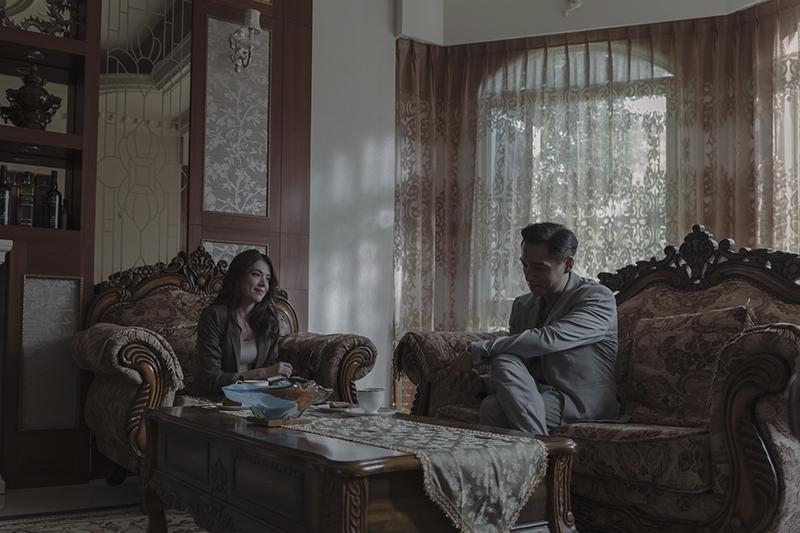 許瑋甯(左)在《誰是被害者》大秀交際手腕,更心機鬥智腹黑藝術家鄭人碩(右)