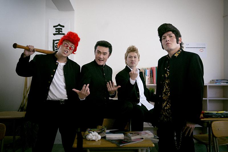 玖壹壹高唱《偶喜翻你》邀來李㼈(左二)擔任男主角尬戲