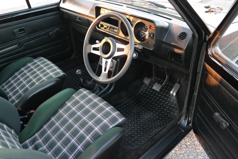 車內飾板與座椅保養維護都非常良好。