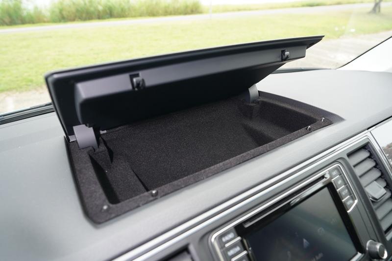 豐富的置物空間在儀表各處皆能讓物件有適切的置放位置