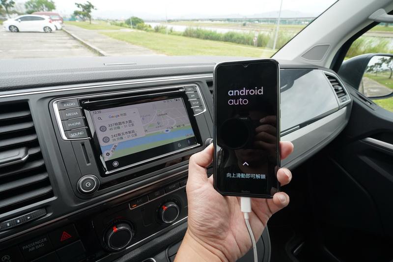 中央觸控螢幕支援時下流行的Android Auto及Apple Carplay功能