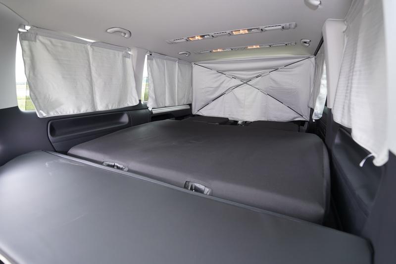 Freestyle還標配一組晚安套件,內含所有窗戶的遮陽布簾讓車艙的隱蔽性更為全面
