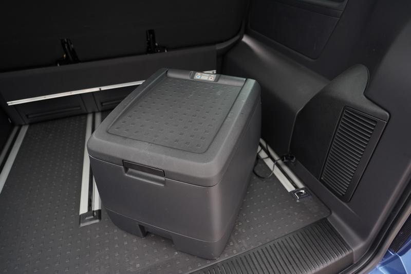 冷暖箱可透過尾廂的12V插座提供保溫及製冷功能,對於置放露營用的食材就不擔心存放問題