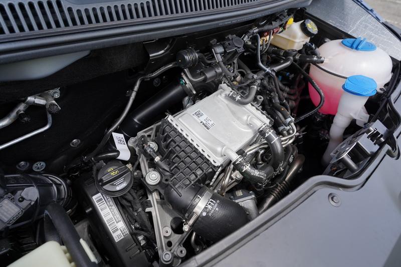 動力配置的是2.0升渦輪增壓柴油引擎,最大馬力為150匹,扭力峰值為34.7公斤米