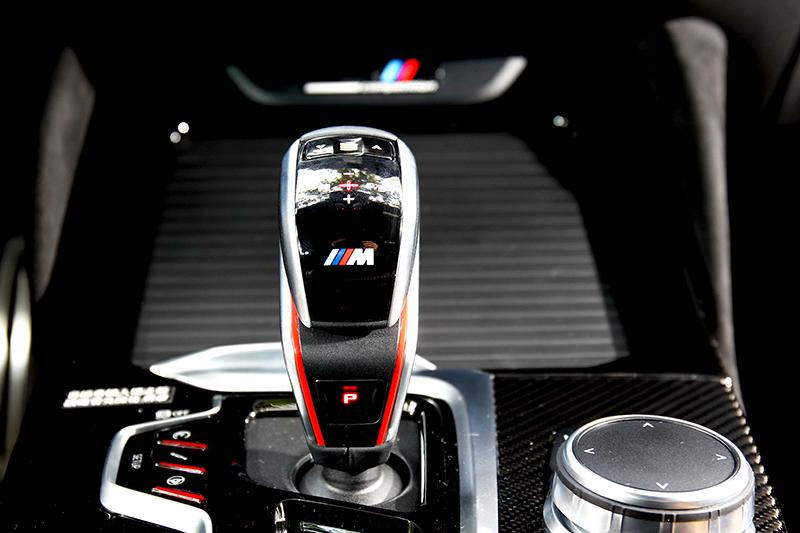 M車型排檔桿操作方式與一般車型不同,還具有多段反應調整功能。