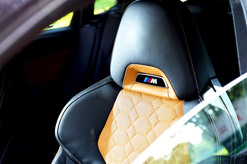 Merino真皮和麂皮M跑車座椅,不論用看的或坐都讓人滿意。