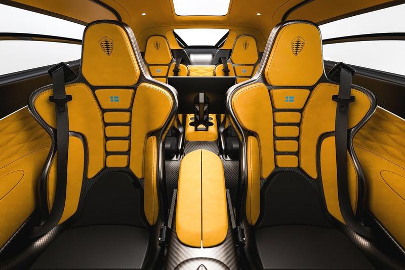 除了四張漂亮的桶型座椅外,Koenigsegg Gemera另外提供200L的行李容積,可前一後三置入四個登機箱,滿足四人同遊的目的。