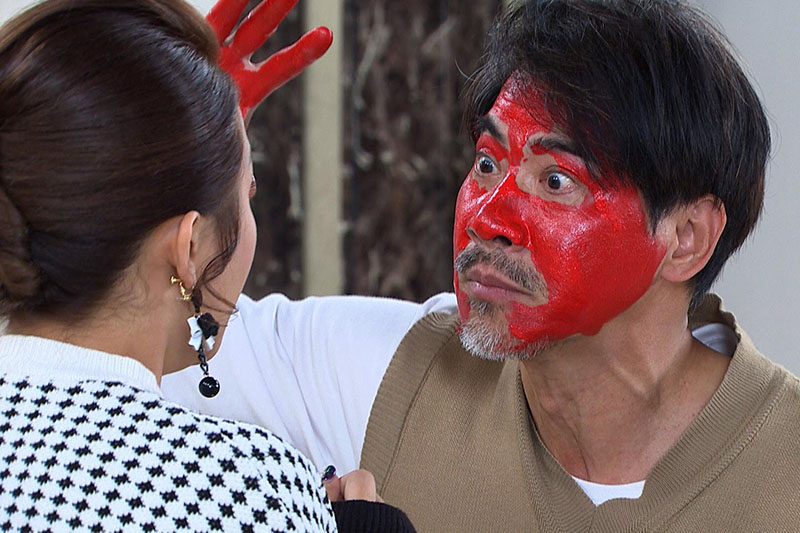 一場臉上要塗紅色顏料的戲,沒想到翁家明卻自告奮勇說畫他吧!
