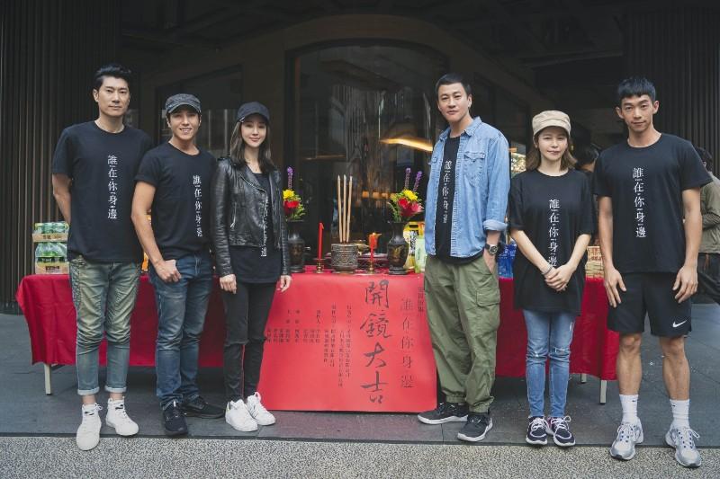 《誰在你身邊》(左起)陳恩峰、莊凱勛、張鈞甯、何潤東、徐若瑄、王可元