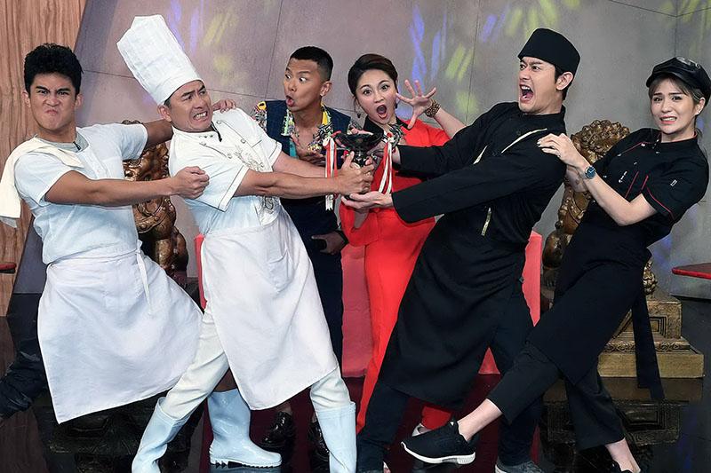 張勛傑(右二)演出《台語我上讚》頻卡關,洪都拉斯(左二):「可以換角嗎? 」