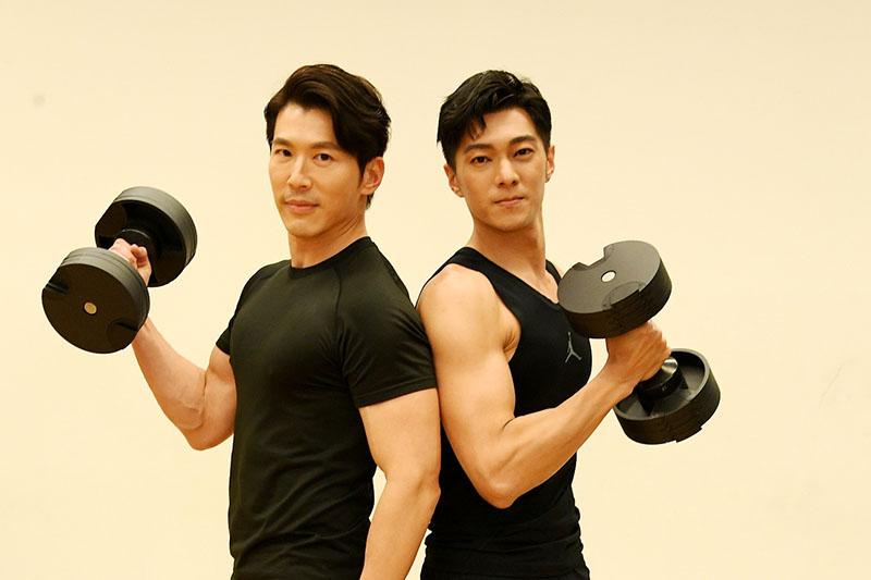 黃少祺(左)演渣男,兒子最關心「爸爸在電視上為何不穿衣服」,右為師弟白佳偉